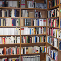 Regal in der Bibliothek des OLG Celle